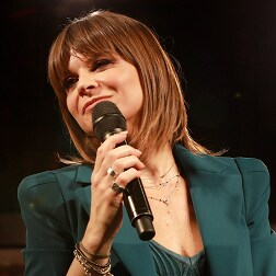 ALESSANDRA AMOROSO LA STESSA SCARICA